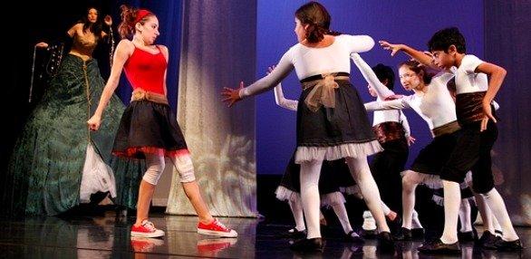 lichiaopingdance120211.jpg