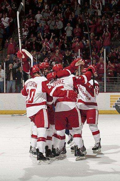 586SportsUWHockeyvsMich3903.jpg