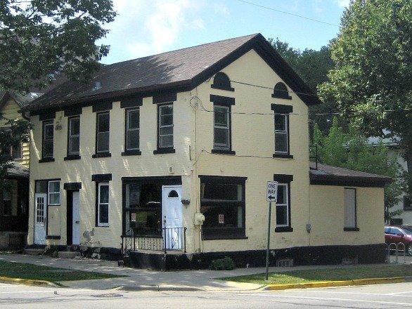lannon-hillhouse081914a.jpg
