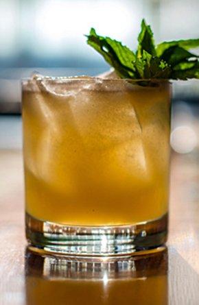 Food-Cocktail-NostranoWinterSmash-crPauliusMusteikis03192015.jpg