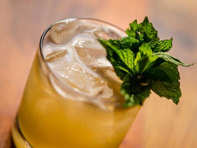Food-Cocktail-NostranoWinterSmashLeadArt-crPauliusMusteikis03192015.jpg