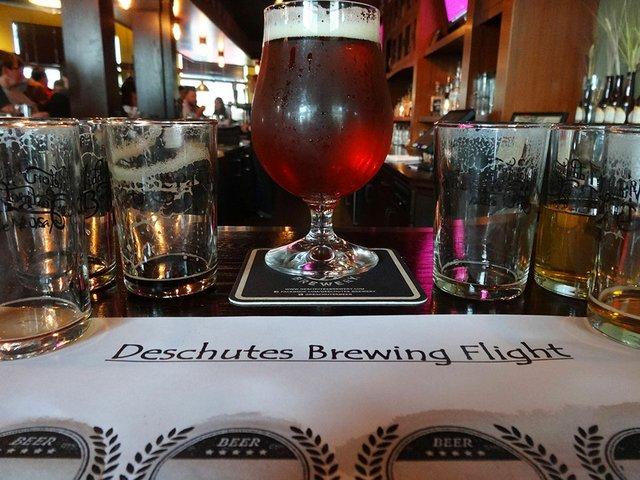 Beer-DeschutesTapTakeover-crRobinShepard03302015.jpg