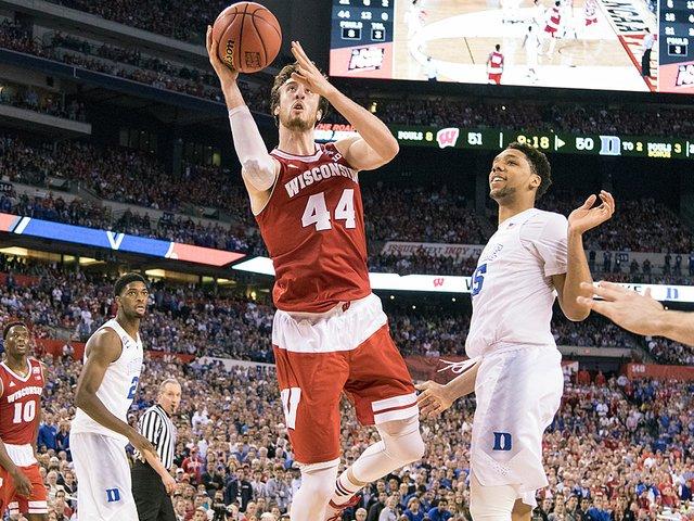 sports-UW-Basketball-KaminskyFrank-crDavidStlukaUWAthleticComm-04072015.jpg