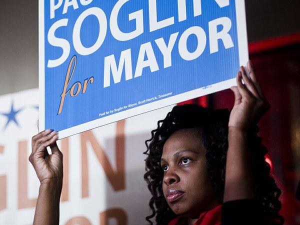 News-ElectionParty-SoglinPaul3-crLaurenJustice-04092015.jpg