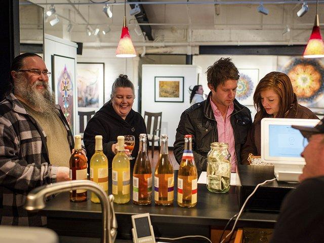 Cocktail-BosMeaderyTastingRoom3-crPauliusMusteikis04092015.jpg
