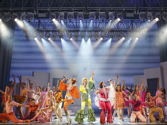Stage-MamaMiaCast-crJoanMarcus-05072015.jpg