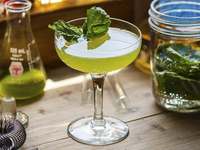 Abode-Lemon-Basiltini-Cocktail-4x3-cr-Paulius-Musteikis-04302015.jpg