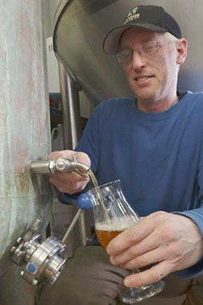 Beer-VintageLumberyardImperialIPA2-crRobinShepard-05072015.jpg