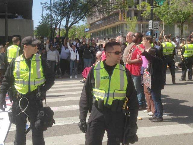 Protest-Arrests-3-crAllisonGeyer-05132015.jpg