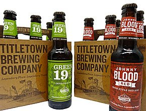 Beer-TitletownBrewingCo-Green19-JohnnyBloodRed-crRobinShepard-05142015.jpg