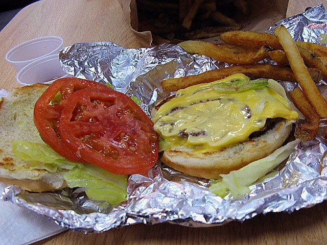 food-hot-plates-five-guys-burger-06182015.jpg