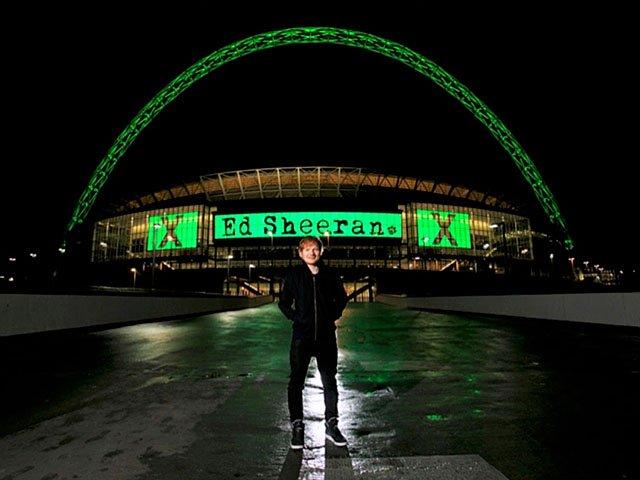 Screens-Ed-Sheeran-Live-At-Wembley-08032015.jpg
