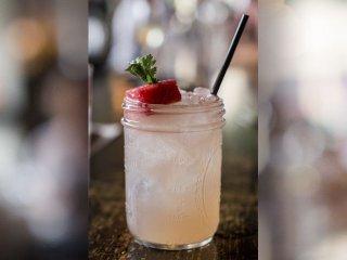 Cocktail-Merchant-HughLaseter-crSharonVanorny-08202015.jpg