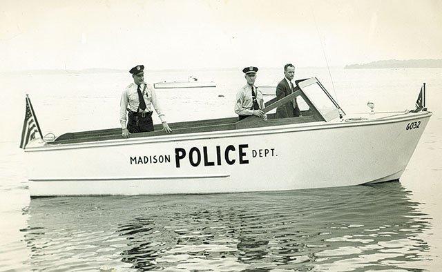 emphasis-OnFourthLake-PoliceBoat-crEmilThomas-09032015.jpg