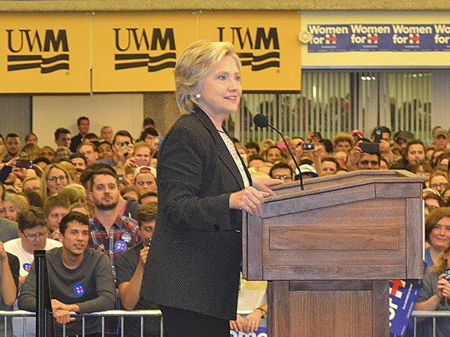 News-Clinton-Rally -UWM-crDylanBrogan-09112015.jpg