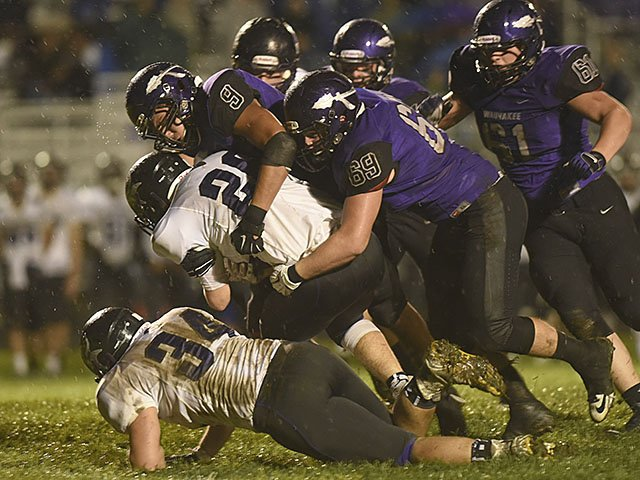 sports-Waunakee-football-crCaitlinProchaska-10012015.jpg