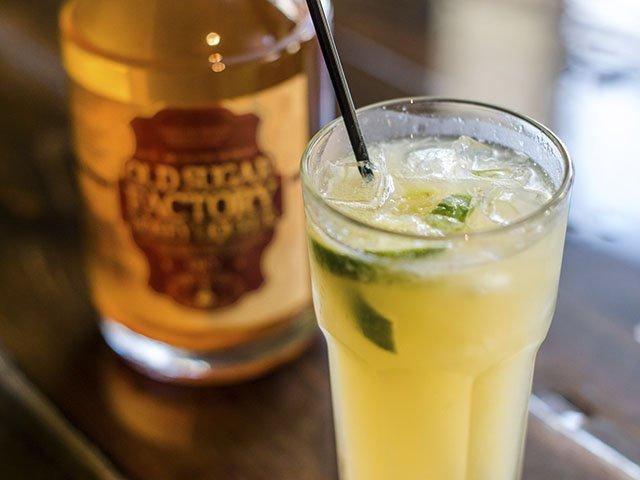 Cocktail-OldSugar-HoneyCap2-crPauliusMusteikis-10012015.jpg
