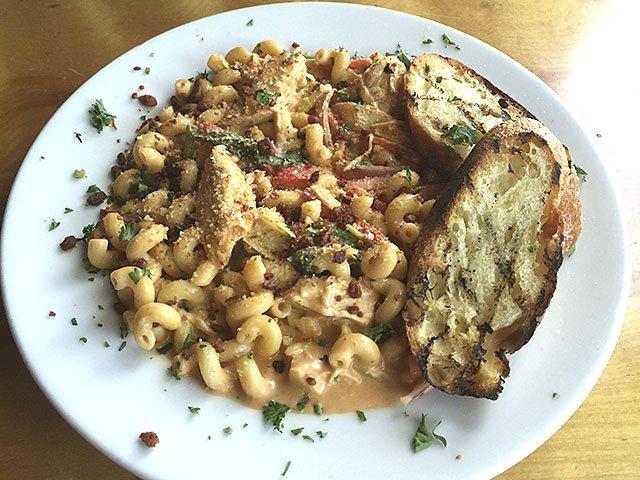 food-hot-plates-Alchemy-Cafe-mac-10082015.jpg