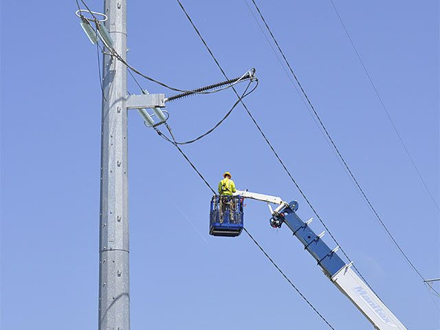 Tech-TransmissionLineInsulators-10082015.jpg