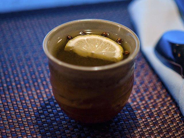 cocktail-Umami-SakeHotToddy-crPaulius Musteikis-11262015.jpg