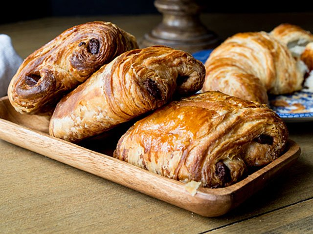 Food-LittleFrenchBakery-Croissants-and-PainAuChocolat-4x3-crSusanHolding-11262015.jpg