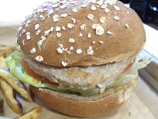 food-Mooyah-TurkeyBurger-12172015.jpg