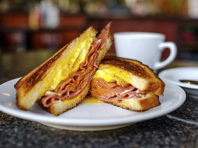 BreakfastSandwiches-StalzysDeli-LeadImage-crPauliusMusteikis2015.jpg