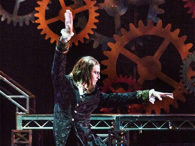 Stage-Dracula-LinzerMatthew-crAndrewWeeks-02022016.jpg
