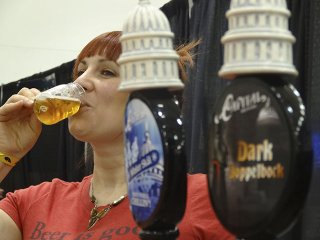 Beer-CapitalBrewery-KinartAshley-crRobinShepard-02182016.jpg