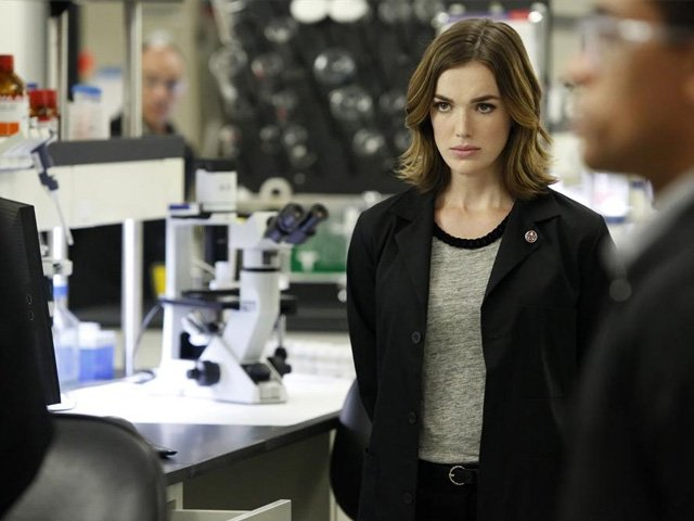 Culture-Wizard-World-Elizabeth-Henstridge-04072016.jpg