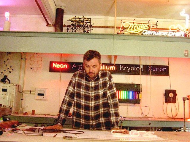 Shopping_NeonLab_2_crLindaFalkenstein_05272011.jpg