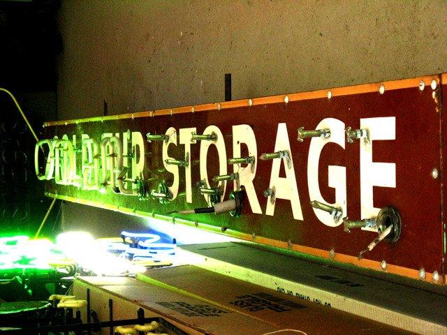 Shopping_NeonLab_3_crLindaFalkenstein_05272011.jpg