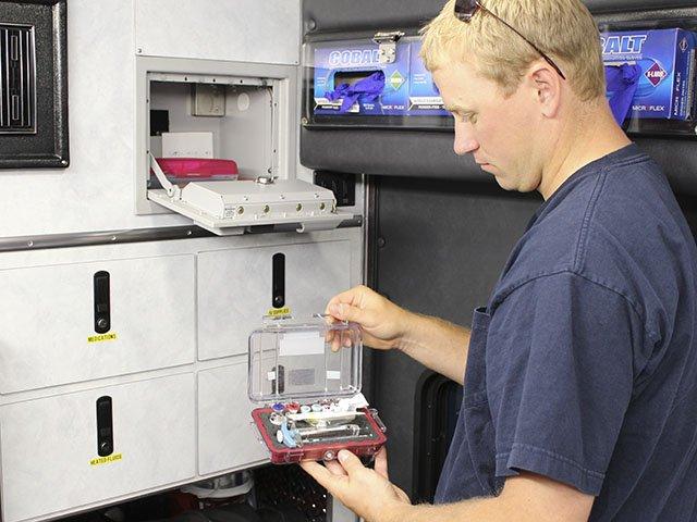 News-Fentanyl-EMT-crStevenPotter-06032016.jpg