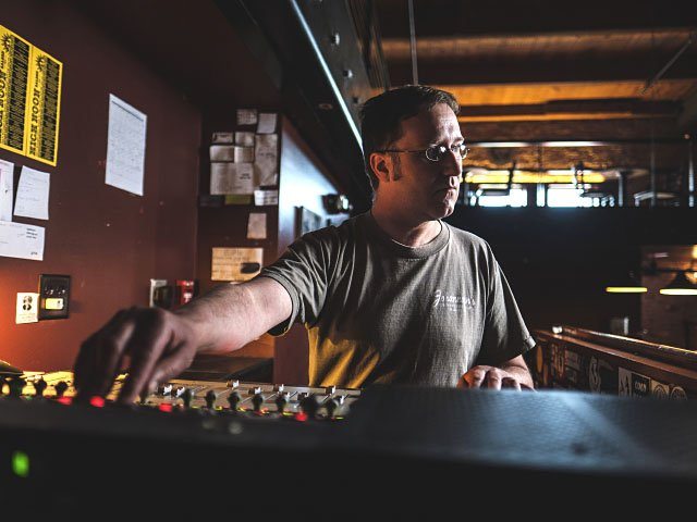 Music-Sound-Engineer-Jon-Chvojicek-crPauliusMusteikis-06232016.jpg