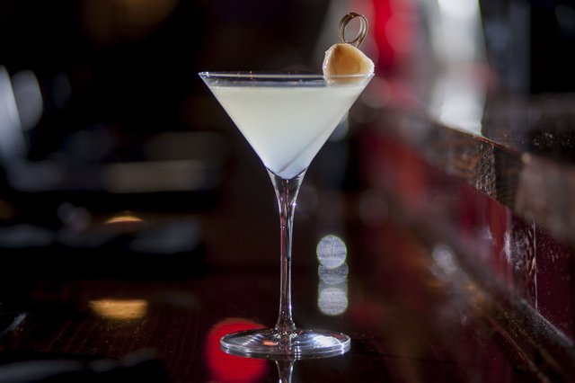 cocktail-RedSushi-lychee-martiniLauraZastrow-07282016.jpg