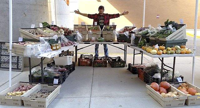 AchesonSteven-Food-Peacefully-Organic-Produce-crCrystalColon-08042016.jpg