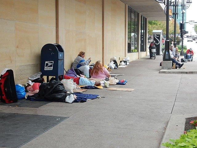 News-Homeless-Tidy-Up-crDMM1-09232016.jpg