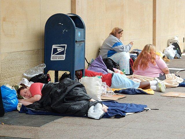 News-Homeless-Tidy-Up-crDMM2-09232016.jpg