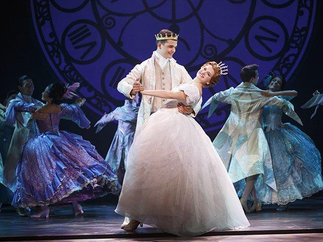 Stage-Cinderella-crCarolRosegg-10052016.jpg