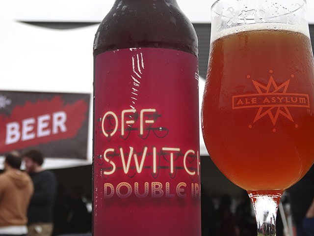 Beer-Ale-Asylum-Off-Switch-crRobinShepard-10192016.jpg