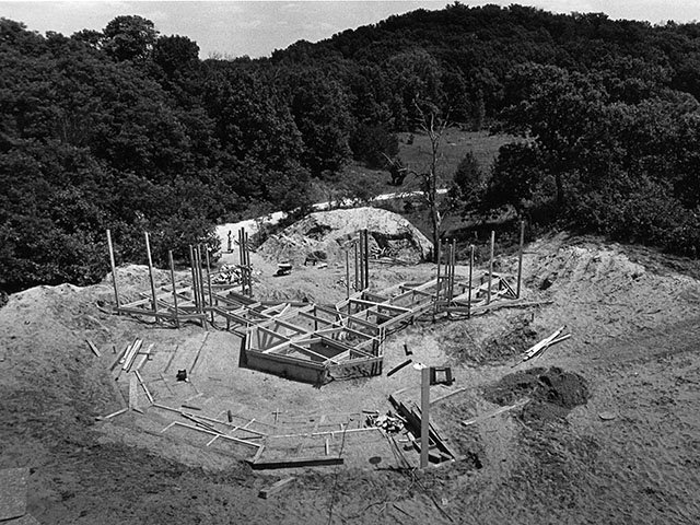 Cover-Amer-Players-Theater-stage-construction1980-crBrentNicastro-10202016.jpg