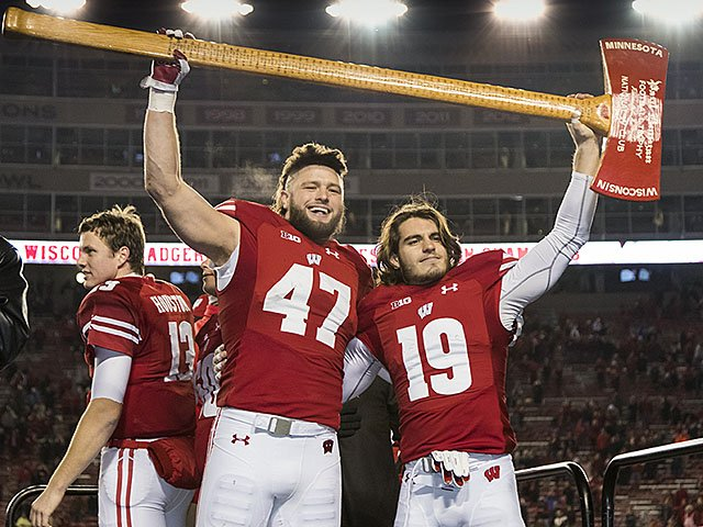 Sports-Badgers-football-Biegel-Musso-crDavidStluka-12012016.jpg