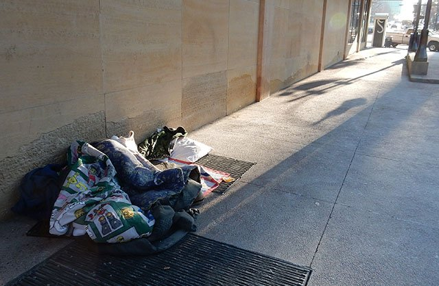 Opinion-Homelessness_crDMM-01192017.jpg