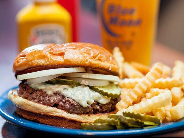 Dining2017-Bar-Burger-Blue-Moon-Burger-crLauraZastrow.jpg