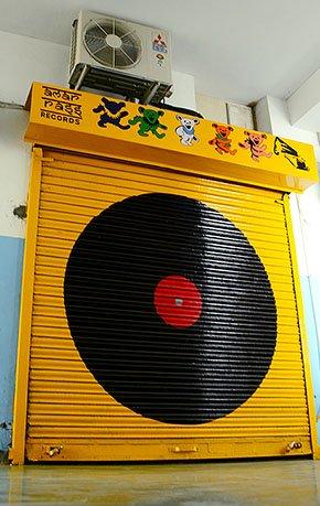 Music-Amarrass-Records-door-crAnkurMalhotra-06012017.jpg