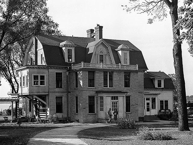 Monona-Frank-Allis-Home-1947_crWHS07272017.jpg