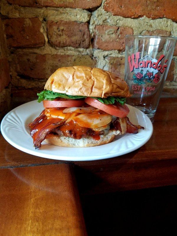 Wando's Bar & Grill