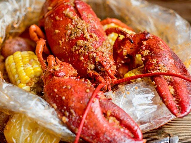 Food-Mad-Seafood-Boiler-lobster-crLauraZastrow-08102017.jpg