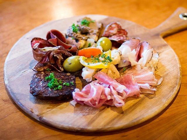 Food-OsteriaPapavero-salumi-board-crRyanWisniewski-09072017.jpg