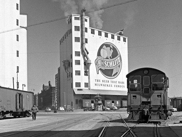 Food-Beer-Train-crCenterRailroadPhotographyArt-09282017.jpg
